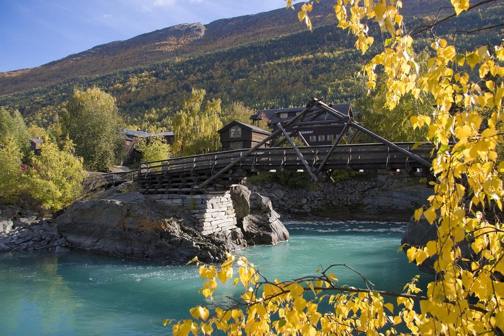 Nordal camping og utleggsbrua over elva Bøvre
