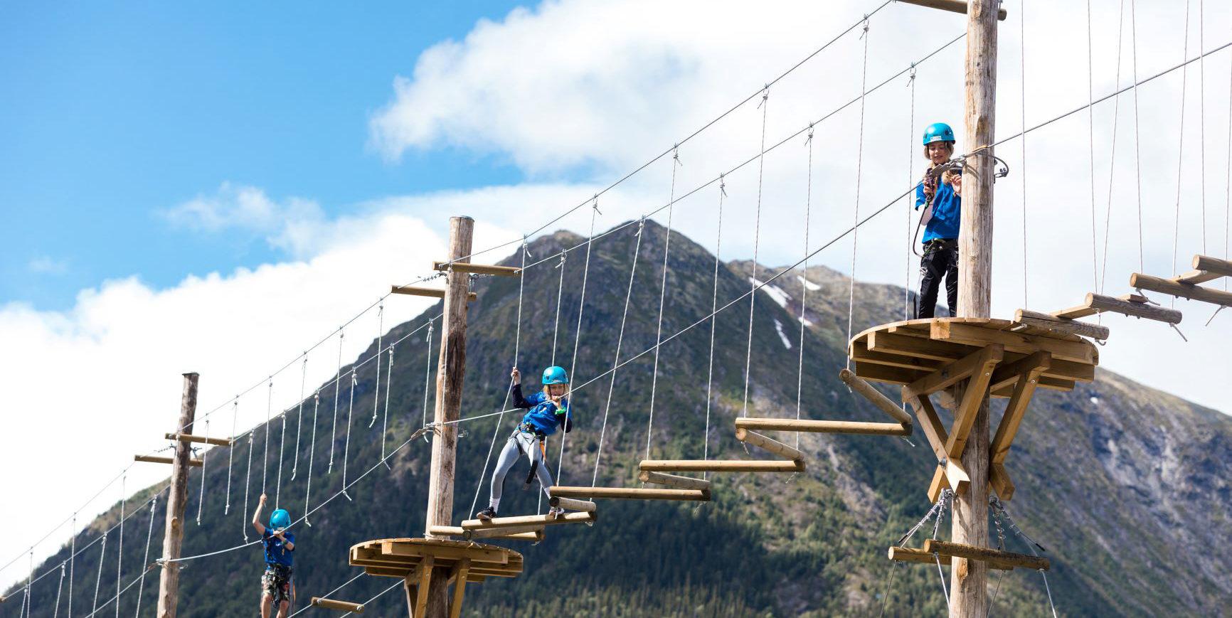 Lom aktivitetspark klatreløype